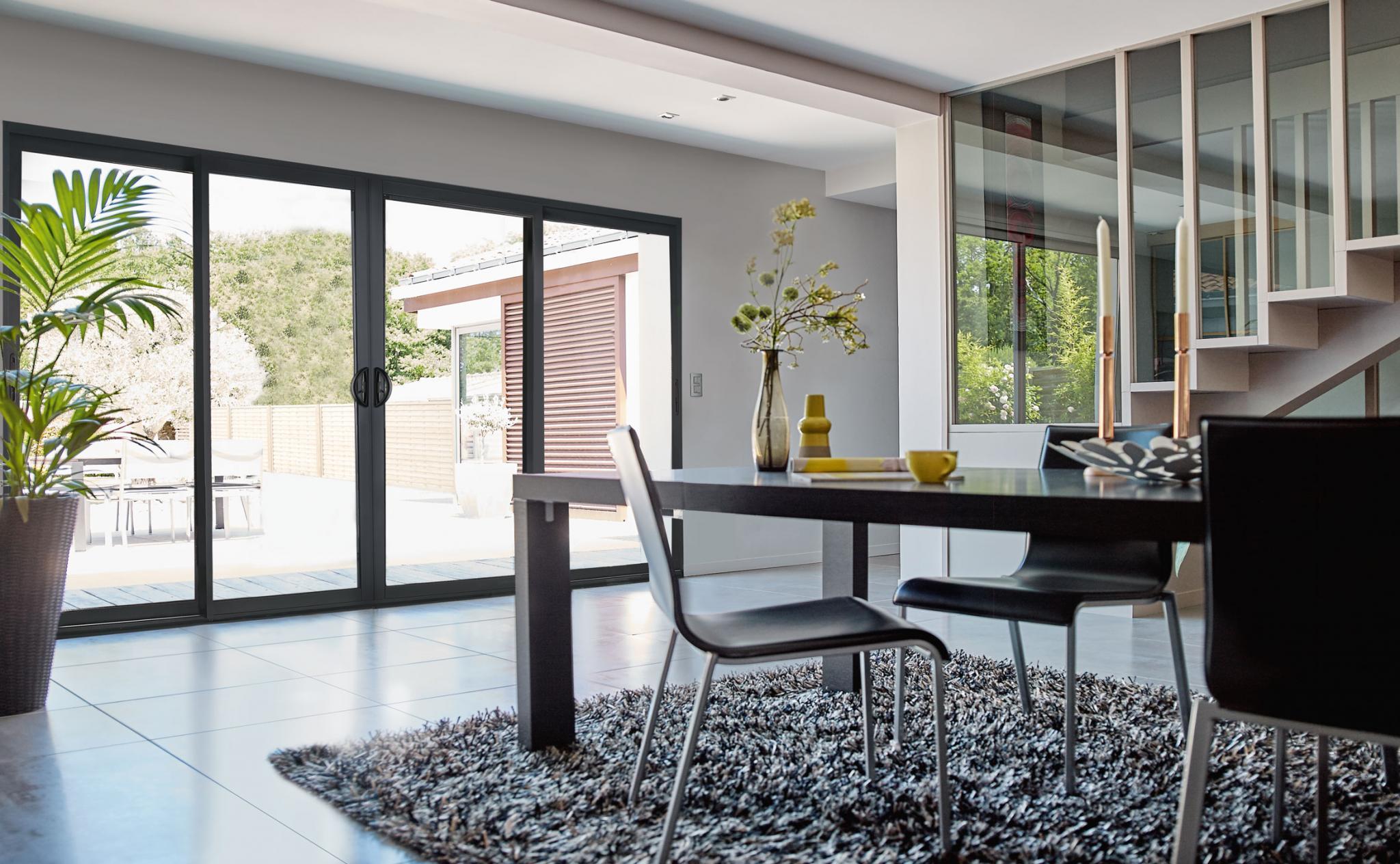 illuminez votre maison avec des baies vitr es. Black Bedroom Furniture Sets. Home Design Ideas